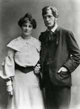 """Photo: Harald Kidde og Astrid Ehrencron-Müller blev forlovede i 1906. De blev gift 16.10.1907. Samtidigt foto. Astrid fortæller om ægteskabet med Harald i """"Hvem kalder"""" 1960."""