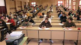 Alumnos haciendo exámenes en la UAL.