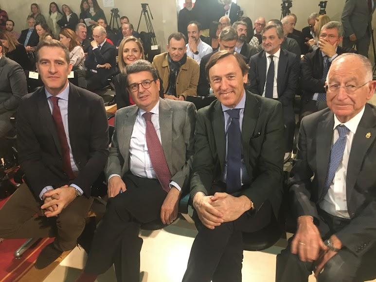 Parlamentarios nacionales y el presidente provincial del PP.
