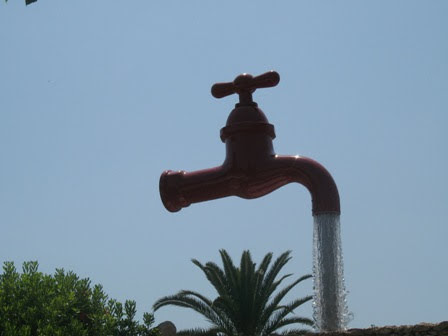Grifo escultura en Fuente Galdana