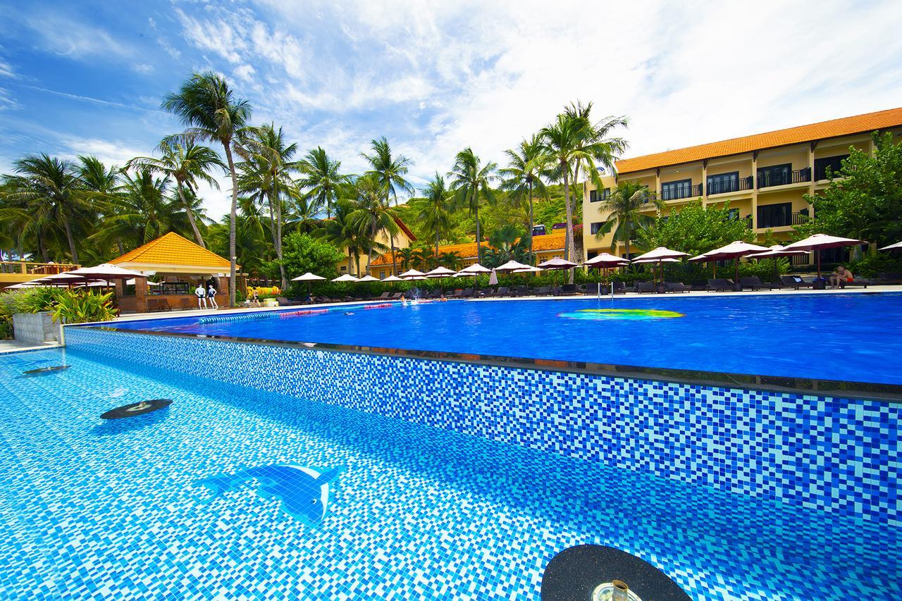 Khu nghỉ dưỡng Hòn Rơm 1 Central Beach Resort nổi tiếng về nét đẹp được thiên nhiên
