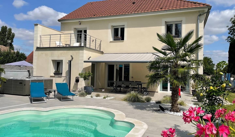 Villa avec piscine et terrasse Cuy