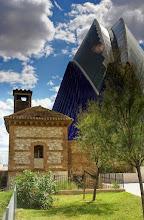 Photo: (Juan) - Ich habe mich für ein einziges Objekt entschieden. Das jüngste Gebäude in der Reihe der Bauten der Ciudad de las Artes y Ciencias ist die 'Agora', eine Multifunktionshalle, die sich in ihrem architektonischen Stil den anderen Bauten anschließt. (Einsatz von Neutral-Grau-Verlaufsfilter)