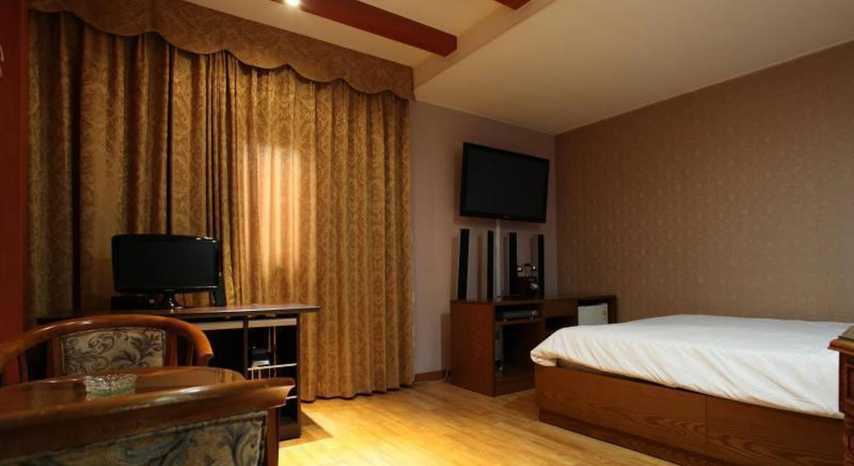 Monaco Motel Jeju