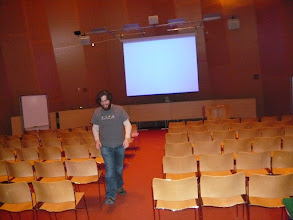Photo: 32-G463 - Star room for free @ CSAIL in Stata Center (capacity 98 in seminar setup)