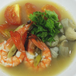 Tom Yum Goong (Spicy and Sour Prawn Soup – ต้มยำกุ้ง) Recipe