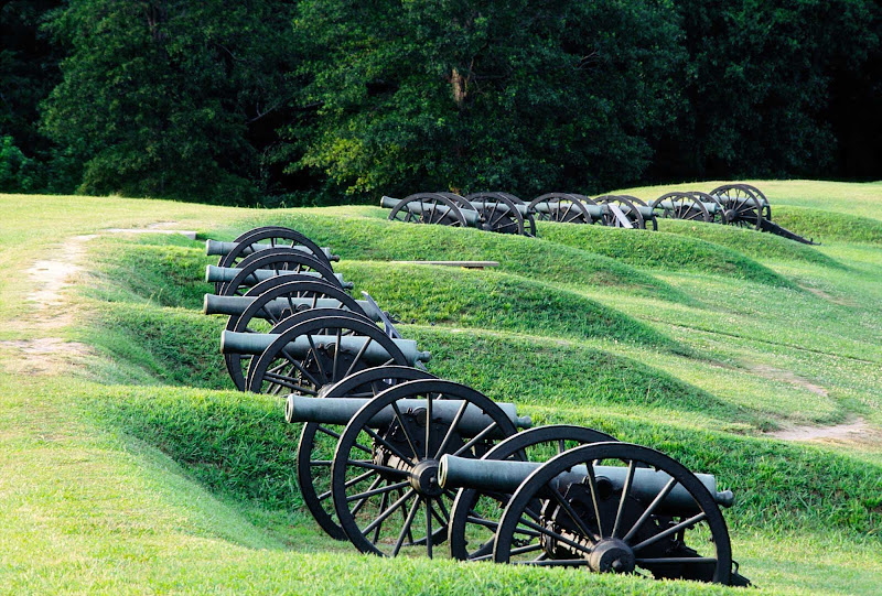 The Queen of the Mississippi takes guests on a journey to Civil War battlefields through a visit to the Vicksburg Military Park in Mississippi, known for its vintage cannons, monuments, a memorial arch and more.