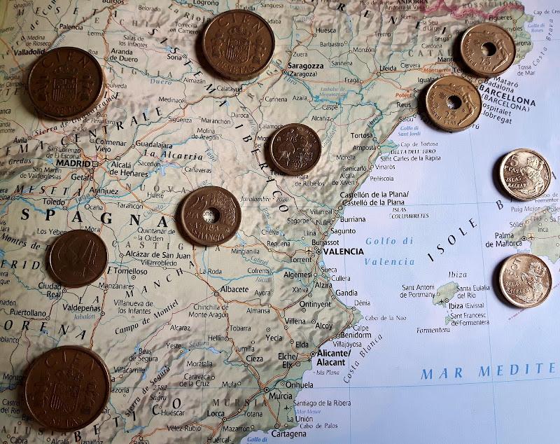Le vecchie care monete nazionali di supergigi