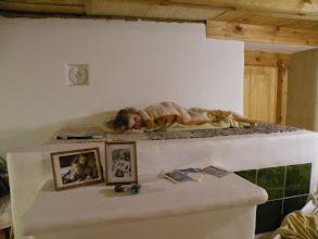 Photo: Ležení na peci je dosti oblíbeným místem...