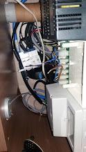 Photo: Saco el carril din y suelto fase y neutro de 220V, Voy a poner un cable hasta el cargador.