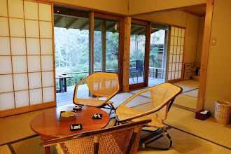 Photo: Living area 每間房都有起居室跟臥房