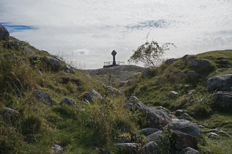 Photo: Vikingastaden Birka på Björkö. Adelsö socken, Ekerö kommun, Uppland. 20160830. Fornborgen och Ansgarskorset. © Sven Olsson (e-post: kosmografiska@gmail.com)