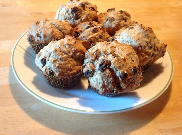 Easy Bisquick Oatmeal Cinnamon Raisin Muffins Recipe