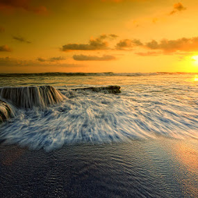The Wave and the Sunset by Made Suwita - Landscapes Waterscapes ( water, bali, sunset, wave, beach, motion )