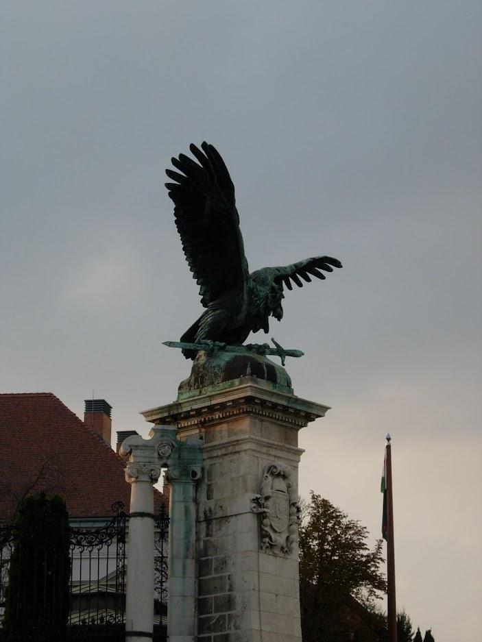 Oiseau Turul au Château de Buda à Budapest