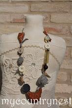Photo: collana bottoni con uccellino tilda