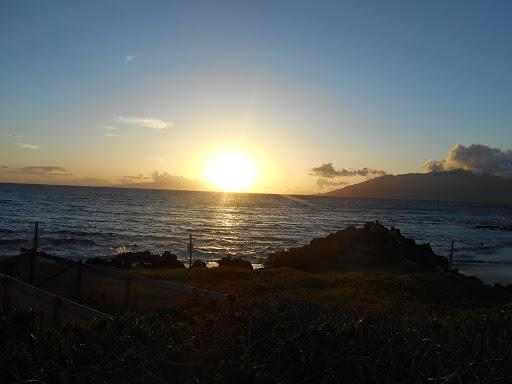 Kihei sunset.JPG - The sun sets over Kam 2 beach Kihei