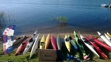 Photo: na brzegu już mnóstwo łódek