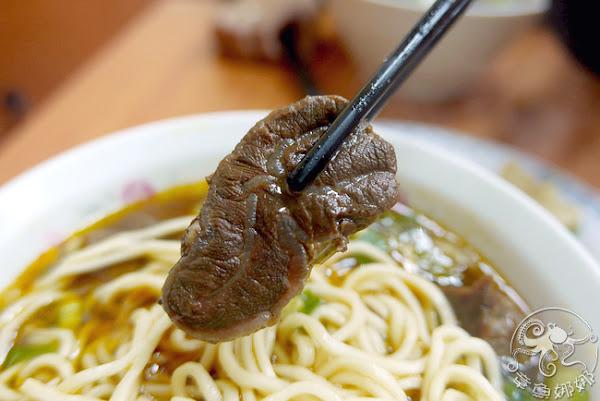 永和在地深耕老店/捷運美食,老黃牛肉麵從小吃到大的好滋味,物價上漲價格還是算親民,味道不變;排隊人龍卻變長。