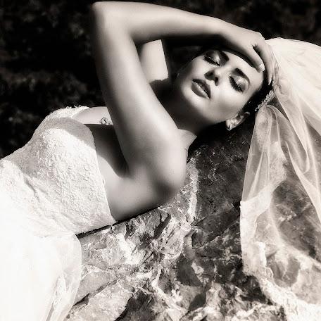 Wedding photographer Alex Isbasoiu (isbasoiu). Photo of 19.07.2015
