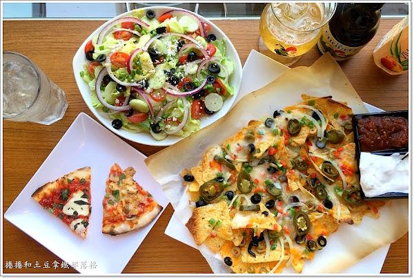 Pizza Rock搖滾披薩文化店。派對分享必吃薄皮披薩。