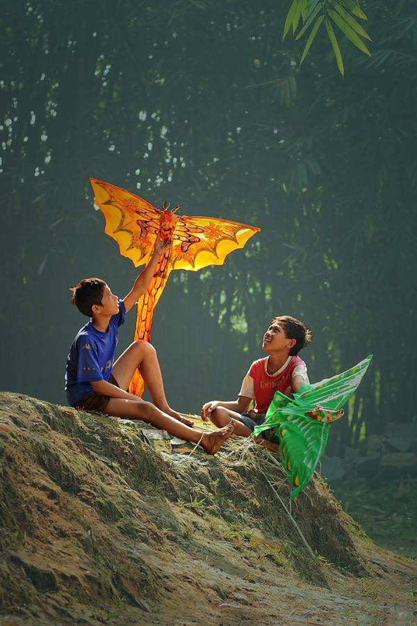 Kite Discussion by Agus Harsono - Babies & Children Children Candids