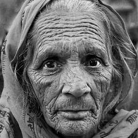 Old Beauty by Vinod Chauhan - Black & White Portraits & People ( monochrome, old lady, black and white, woman, nandgaon, portrait )