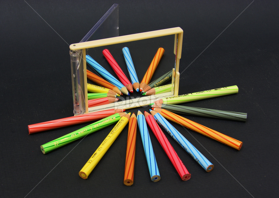 color pencil by Didik Harianto - Artistic Objects Other Objects ( mirror, pwcmirror, pencil, reflection, color )