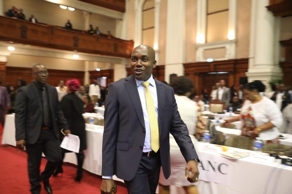 Die gewese burgemeester, Zandile Gumede, verskyn in die rigting van die stemmery in eThekwini - SowetanLIVE