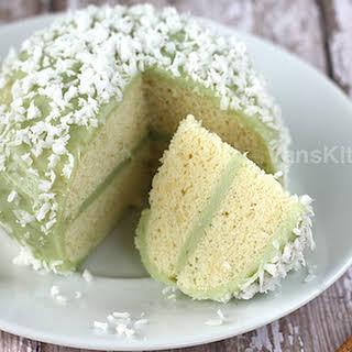 Steamed sponge cake with pandan coconut pastry cream (Mount Fuji sponge cake).