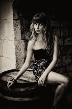 """Photo: Téma výstavy: """"Fashion & glamour"""" - Hvar 2011 (na fotografiích jsou k vidění české modelky). Autor: Marcel Chrubasík, student 2. A. Na této fotografii je modelka Vendy."""