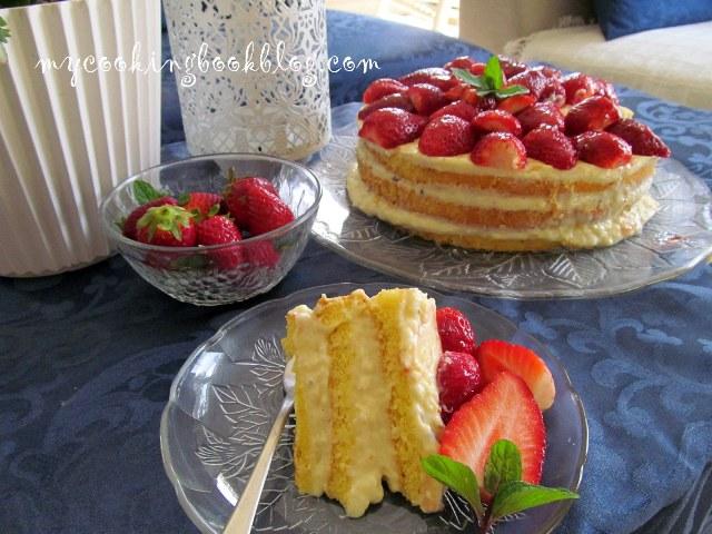 Торта с крем и ягоди
