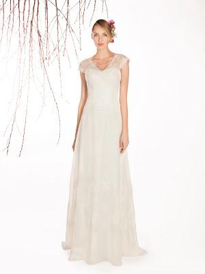 Robe de mariée fluide Evidence, en dentelle fine et mousseline, col v et petites manches, ceinture taille basse, chic et original