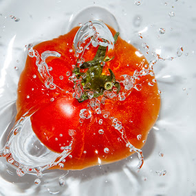 Splash Tomato #1 by Yasser Abusen - Food & Drink Fruits & Vegetables ( water, red, splash, tomato, vegetables )