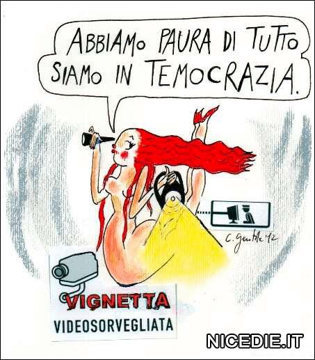 Una donna dice: abbiamo paura di tutto siamo in temocrazia, (la vignetta è videosorvegliata per motivi di sicurezza)