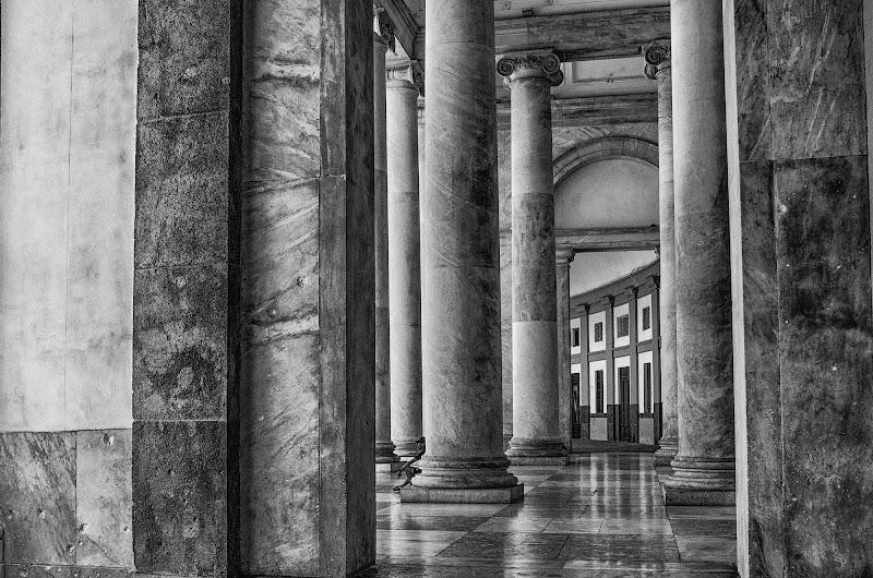 Tra freddi marmi.... di Gian Piero Bacchetta
