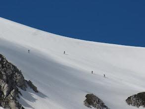 Photo: Scialpinisti che risalgono il Colle dell'Orso