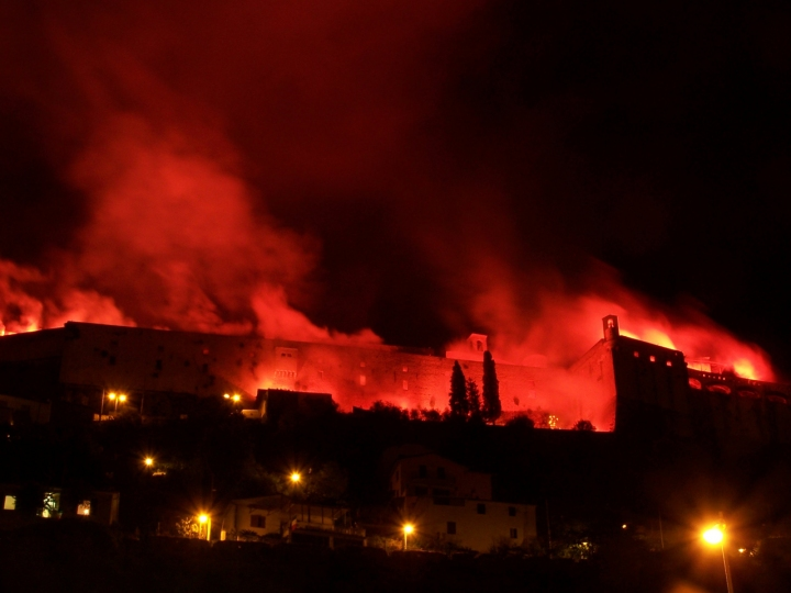Castello in fiamme di paolovitelli