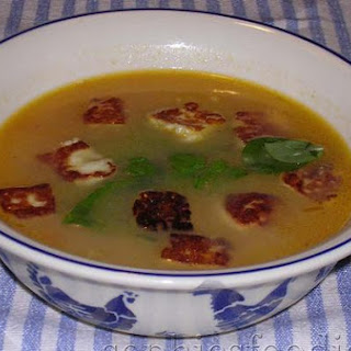 Fennel & Tomato Soup With Basil & Haloumi Croutons