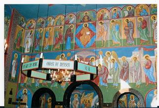 Photo: boven : het oude Testament - daaronder het Nieuwe Testament en vervolgens de H.Communie
