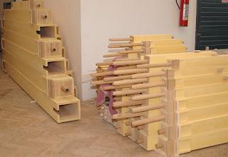 Photo: Naložene lesene piščali čakajo na vgradnjo - Aufgestockte Holzpfeifen warten auf den Einbau - Stocked wooden pipes waiting to be built in