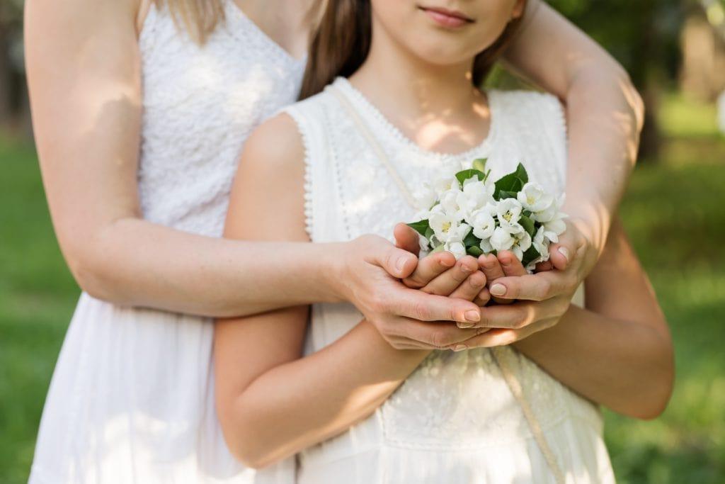niña flores