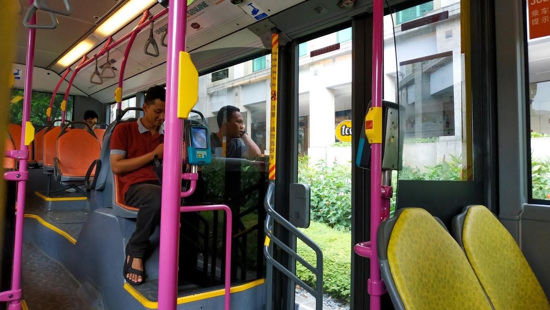 Menggunakan transportasi bus untuk explore singapore