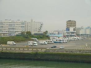 Photo: Calais.Plac postojowy kamperów przy plaży.