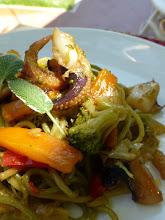 Photo: Espaguetis de mar y de campo ( con Chocos y verduritassalteadas) http://cosasquenoshacendisfrutar.com/2013/08/23/espaguetis-de-mar-y-de-campo-con-chocos-y-verduritas-salteadas/  Panasonic tz35 Sanlúcar de Barrameda, Cádiz.