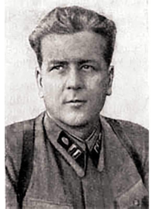 Лобачев А.Г. - ст.батальонный комиссар 331 сд