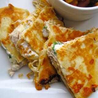 Quesadillas de Pollo (Chicken Quesadillas).