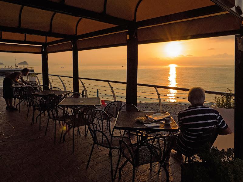 colazione sul mare.. di Giuseppe Loviglio