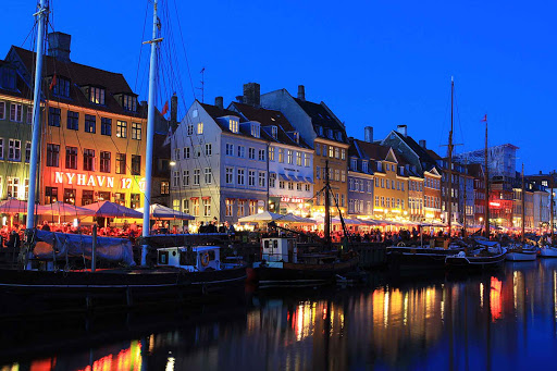 Late dining in Nyhavn is the perfect way to spend time on those long summer days.
