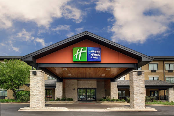 Holiday Inn Express and Suites Aurora Naperville
